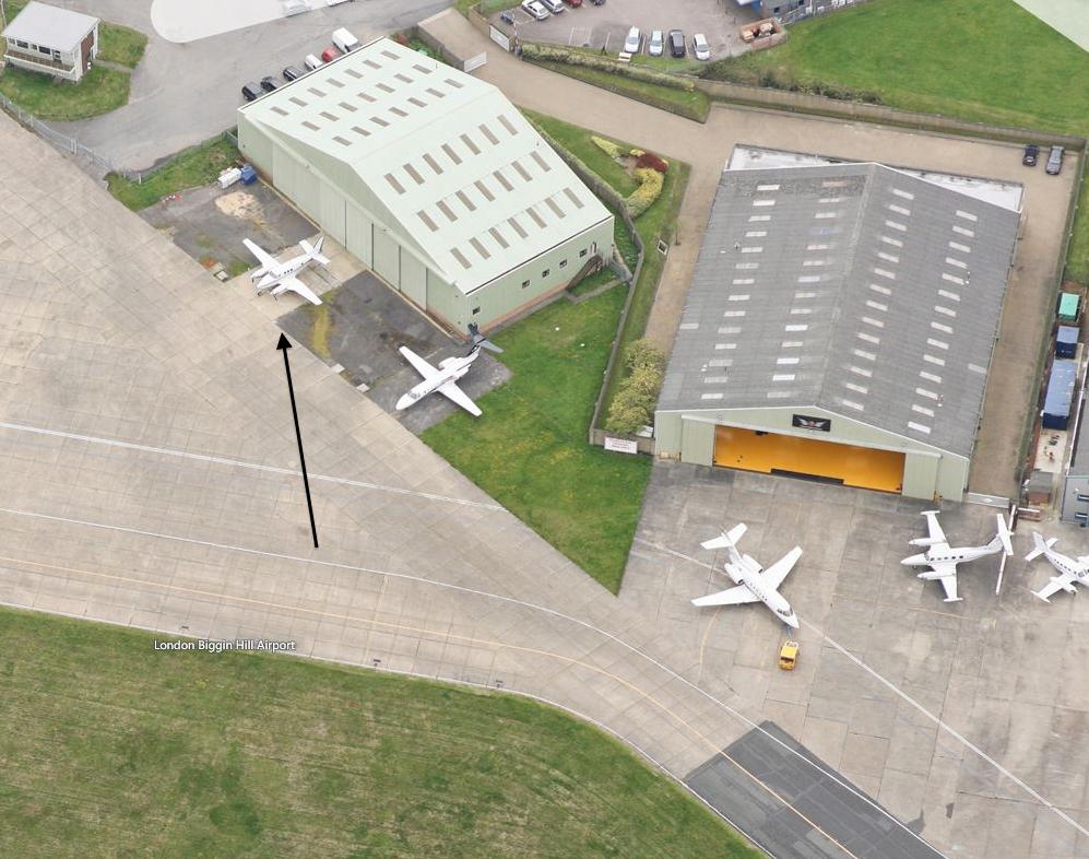 hangar-right